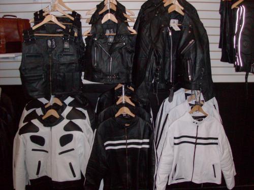 Fotos de Venta mayoreo y menudeo ropa y piel,jeans,playeras,chamarras, etc 2