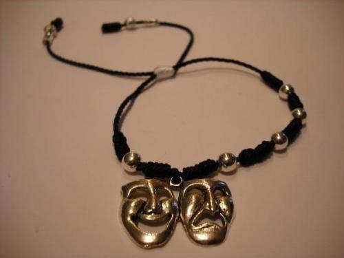 Se venden hermosas pulseras y rosarios sinaloenses