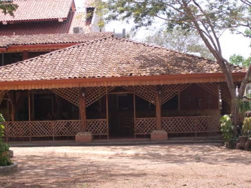 En tamarindo - costa rica - se vende restaurante con 5 cabinas