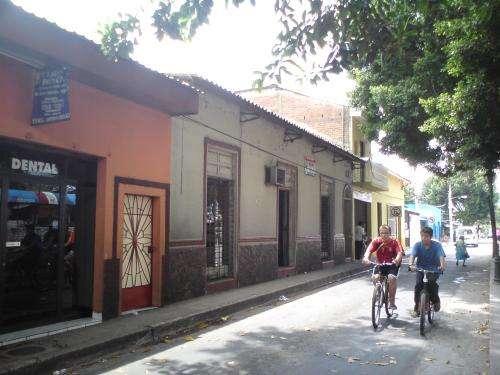 Casa (grande a remodelar), centro de san vicente, el salvador