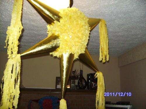 Venta de piñatas navideñas a precios accesibles