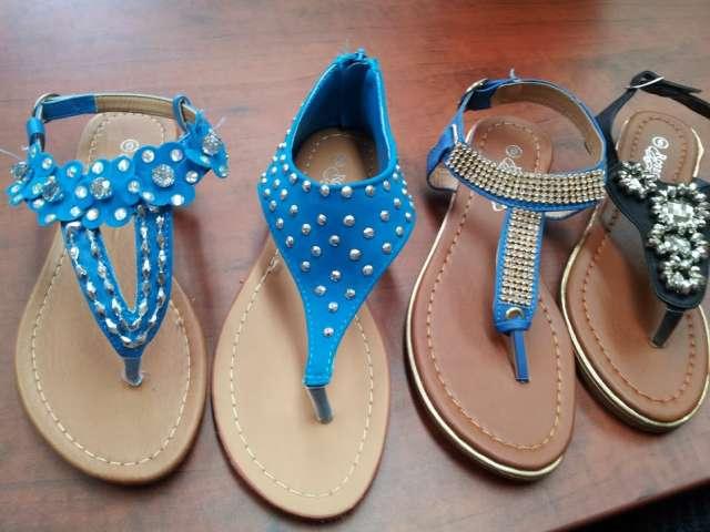Sandalias de damas por mayoreo $5.99 en Van Nuys, Estados Unidos , Ropa y calzado